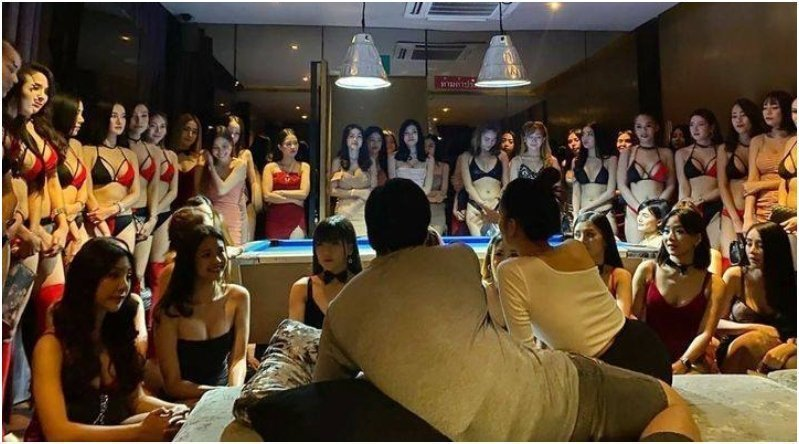 Private room filled with gorgeous Thai girls at The PIMP Bangkok best gentlemen club