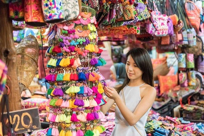 Thai girl shopping at Patpong night market in Bangkok