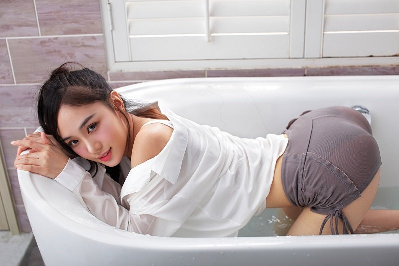 Thai girls from a soapy massage in a sexy pose in a bath tub