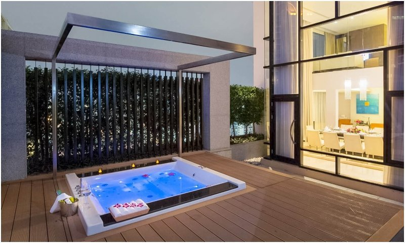 Jacuzzi in presidential suite