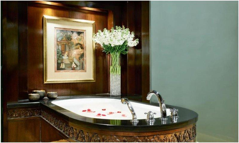 Bathroom at Anantara Siam Bangkok Hotel