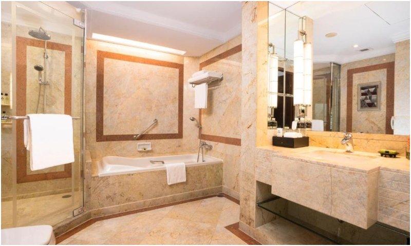 Bathroom Club InterContinental Suite