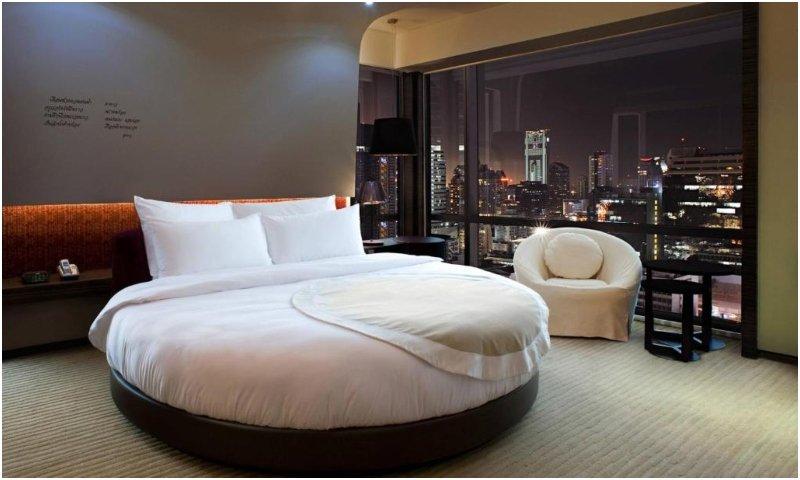 Circular guest room at Le Meridien Bangkok