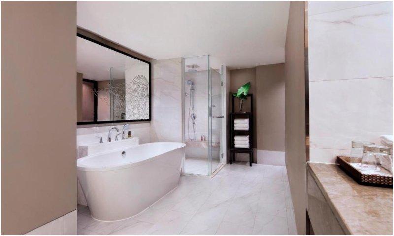 M suite bathroom
