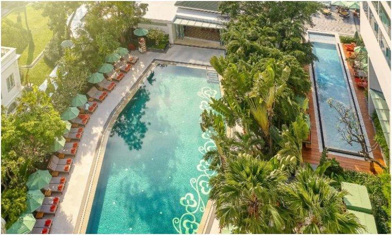 Mandarin Oriental Bangkok outdoor pool