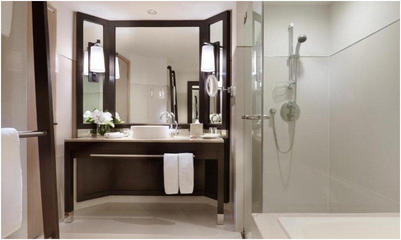 Millennium Hilton Bangkok bathroom
