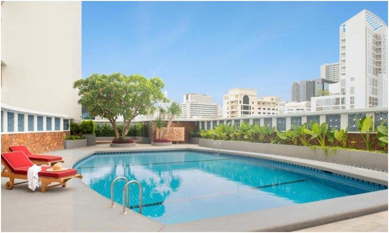 Montien Hotel Surawong Bangkok pool