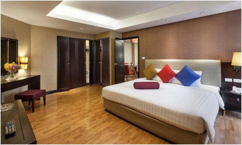 One-Bedroom Suite Rembrandt Hotel