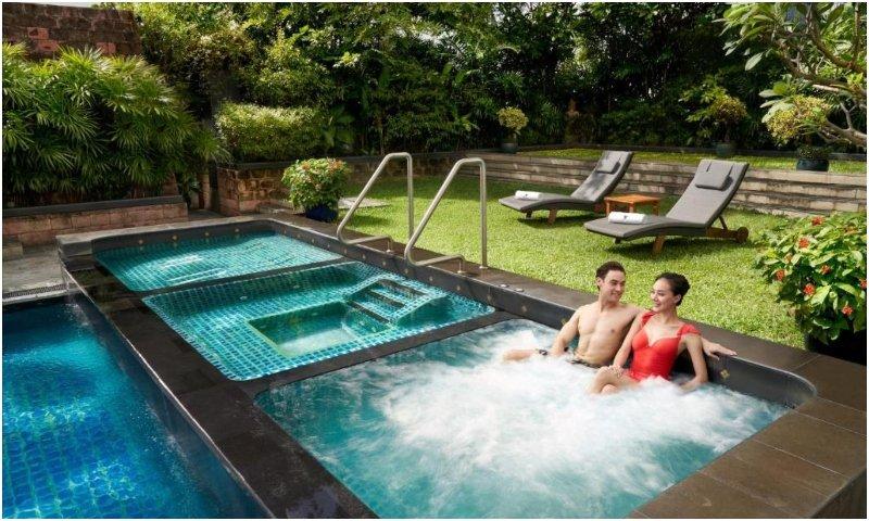 Outdoor pool JW Marriott Hotel Bangkok