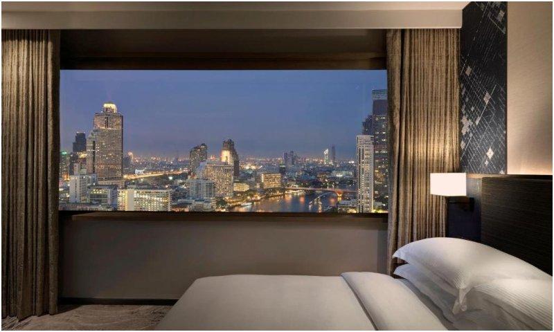 Panoramic Executive Suite Millennium Hilton Bangkok