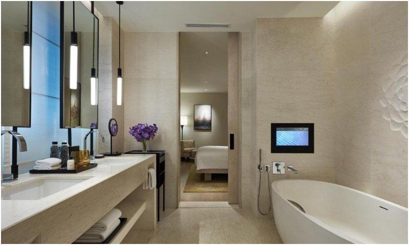 Park Executive Suite bathroom