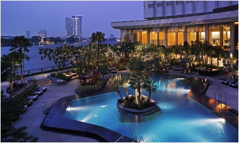 Shangri-La Bangkok outdoor pool