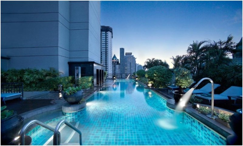 Swimming pool Banyan Tree