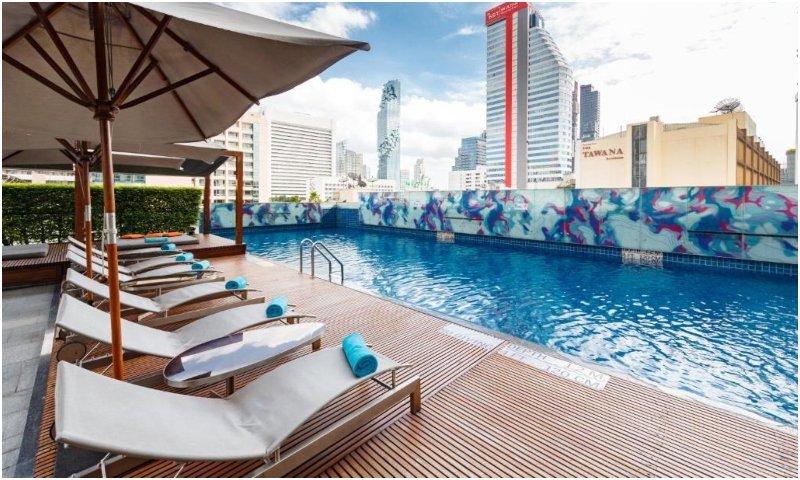 Swimming pool at Le Meridien Bangkok
