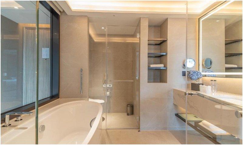 bathroom Carlton Hotel Bangkok Sukhumvit