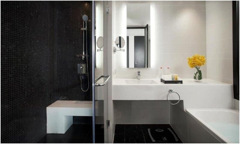 bathroom Mövenpick Hotel