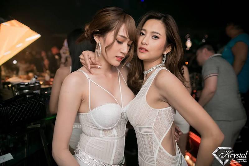 Hot Thai girls in white at Krystal Club Thonglor25 in Bangkok