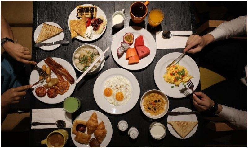 restaurants at Holiday Inn Bangkok
