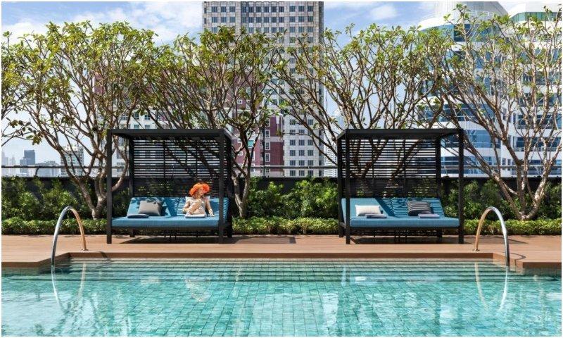 swimming pool  Carlton Hotel Bangkok Sukhumvit